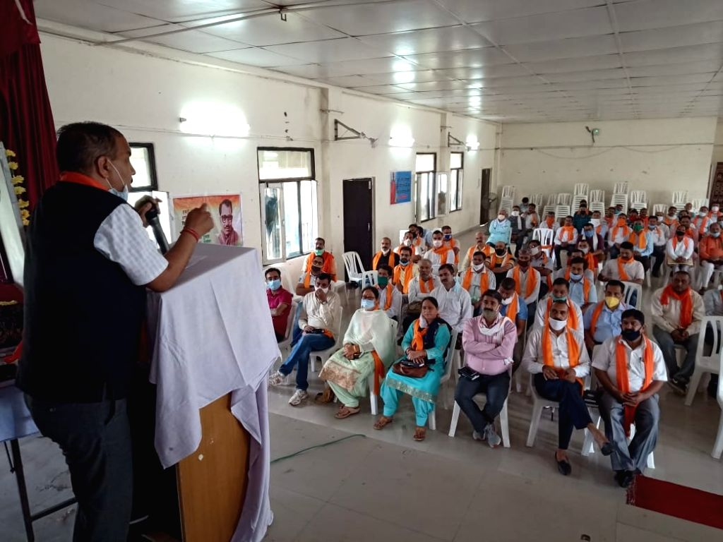 The training camp of Bharatiya Janata Party Himachal Pradesh, Hamirpur, Nadaun and Badsar Mandal was held in the auditorium of Gautam Girls College. The main speaker in this training class ... - Trilok Jamwal, Sumit Sharma and Baldev Sharma