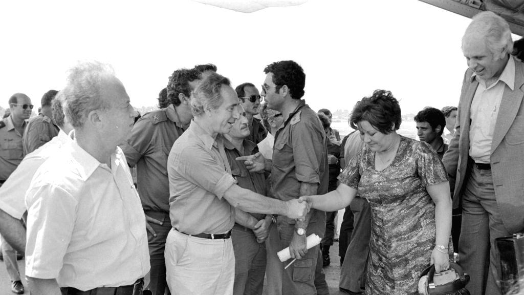 Then Israeli Prime Minister Yitzhak Rabin and Defence Minister Shimon Peres greet the returning captives - Yitzhak Rabin