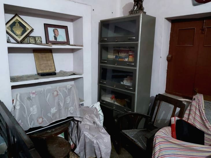 Thieves strike at house of famous Hindi writer in Patna.