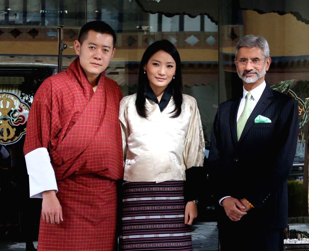 The king and the queen of Bhutan H.H Jigme Khesar Namgyel Wangchuck and H.E Jetsun Pema with Indian Foreign Secretary S. Jaishankar in Thimpu, Bhutan.
