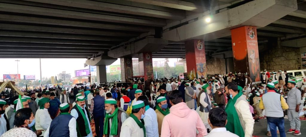 Third front opens as farmers throng Delhi-UP border at Ghazipur
