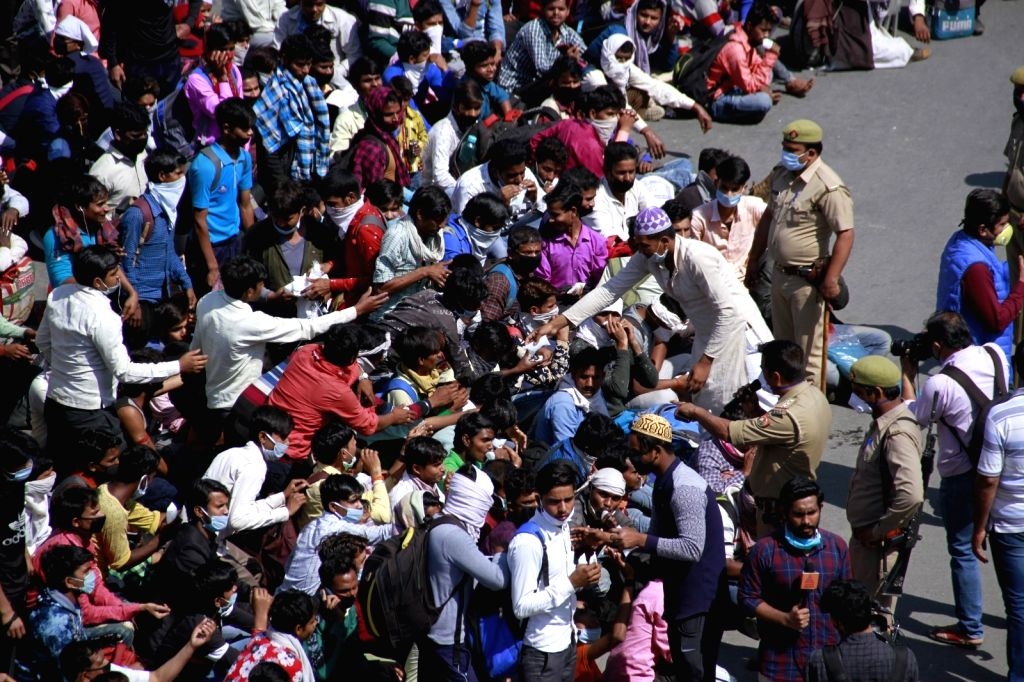 Thiruvananthapuram, March 29 (IANS) In violation of the lockdown in force in Kerala, over a thousand migrant labourers hailing from various states on Sunday gathered at Payipadu near Changnacherry in Kottayam district and demanded that they be sent b