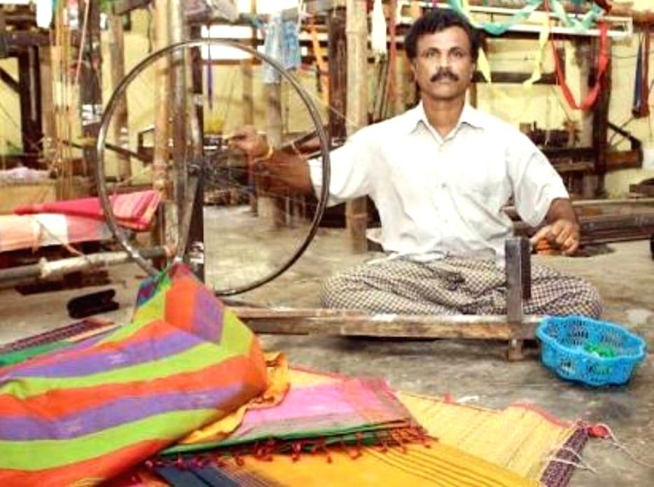 This Limca Book of Record holder made saree using 25 natural fibres.