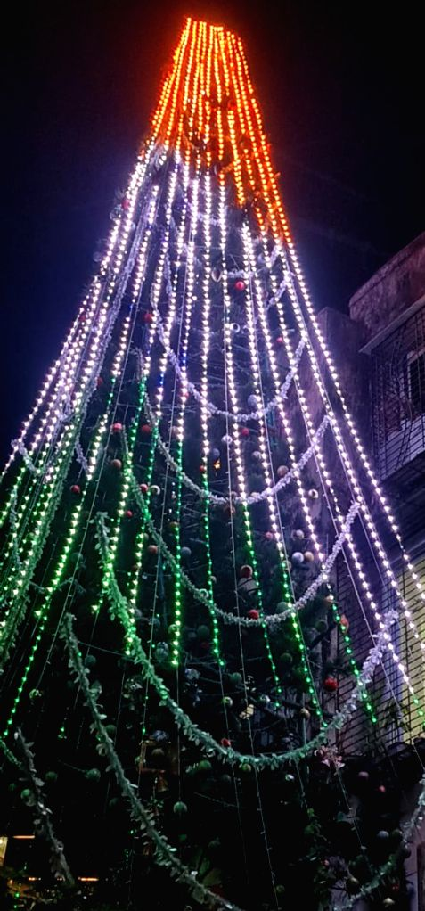 This year, Mumbai's famed Christmas tree celebrates R-Day too .