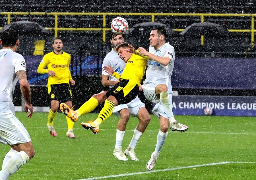 Thorgan Hazard (2nd, R) of Dortmund competes during the UEFA Champions League Group F match against FC Zenit in Dortmund, Germany, Oct. 28, 2020.