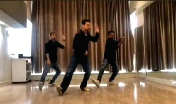 Tiger Shroff dances on 'Ishq wala love' in throwback video.