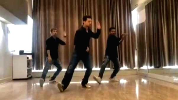 Tiger Shroff dances on 'Ishq wala love' in throwback video.
