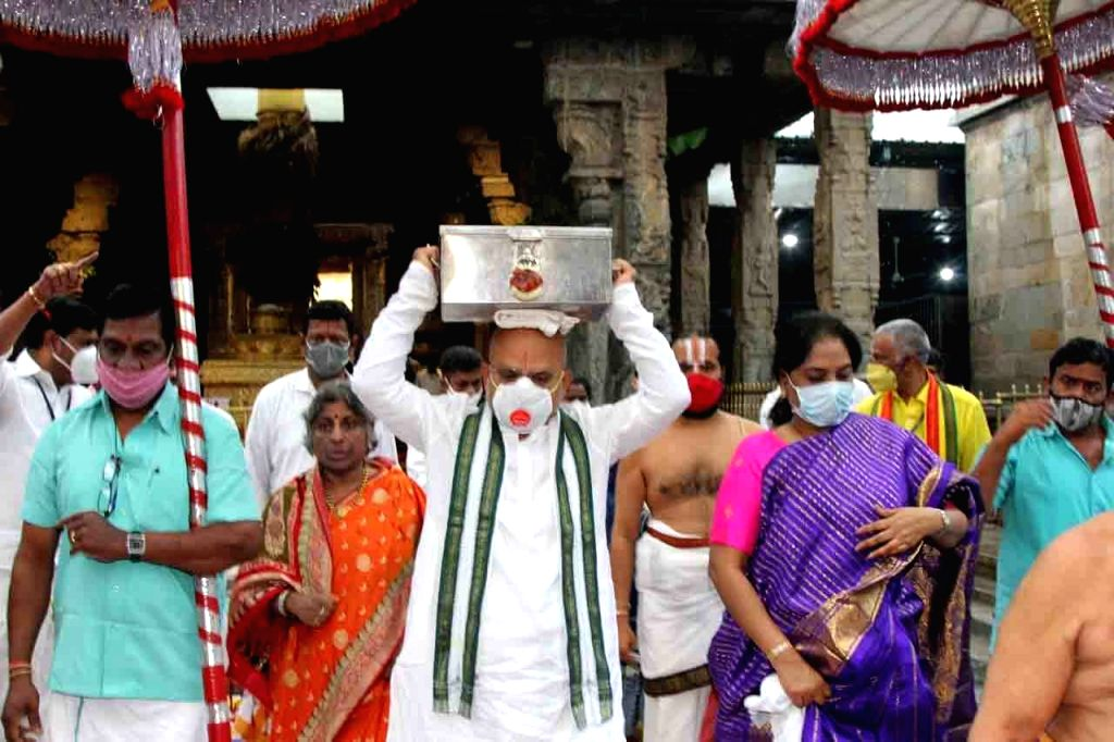 Tirumala Tirupati Devasthanams today presented the Lakshmi Haram in a procession for decoration of the Gajavahanam as part of the Sri Padmavati Ammavari Brahmotsavam.