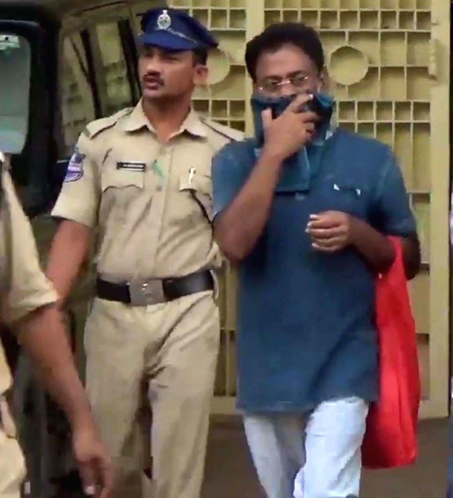 Tirunagaru Maruthi Rao, the prime accused in the caste killing of 24-year-old Pranay a Dalit man in Miryalguda, seen outside the Warangal Central Jail after Telangana High Court on friday ... - Tirunagaru Maruthi Rao