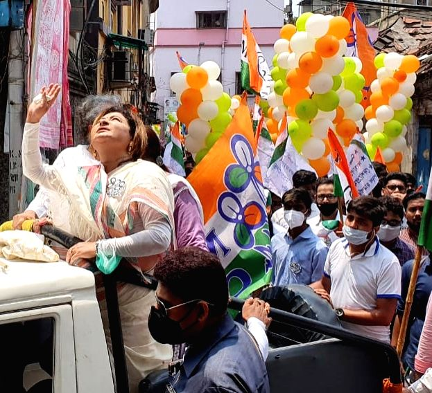 TMC candidate of Chowringhee constituency, Nayna Banerjee along with TMC MP Sudip Bandopadhyay at a election campaign during the State Assembly election in Kolkata on April 18, 2021. - Nayna Banerjee