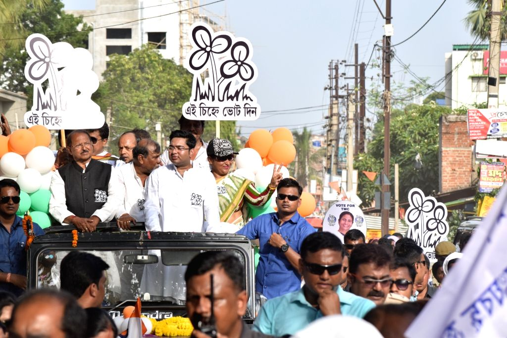 TMC leader Abhishek Banerjee participates in a roadshow as he campaigns for the party's Lok Sabha candidate from Bankura, Subrata Mukherjee ahead of the 2019 Lok Sabha elections, in West ... - Abhishek Banerjee and Subrata Mukherjee