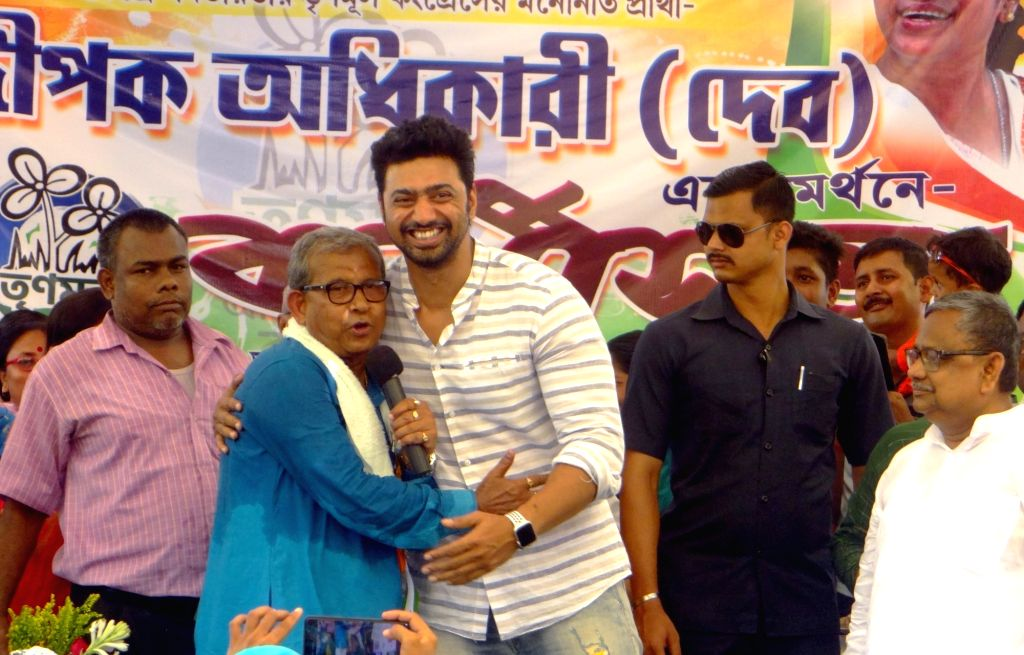 TMC's Lok Sabha candidate from Midnapore, Manas Bhunia with actor and party leader Dev alias Deepak Adhikari during a public rally in West Bengal's Midnapore, on April 27, 2019.