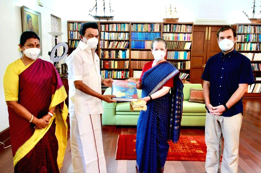 TN CM MK Stalin meets Sonia, Rahul.