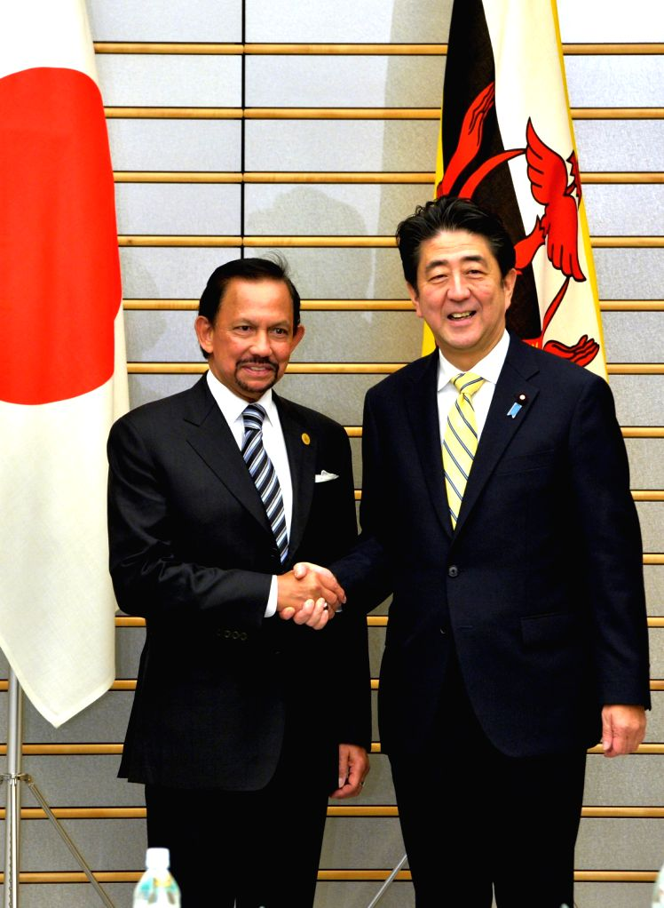 Japanese Prime Minister Shinzo Abe (R) meets with Brunei Sultan Hassanal Bolkiah in Tokyo, Japan, Dec. 13, 2013. - Shinzo Abe