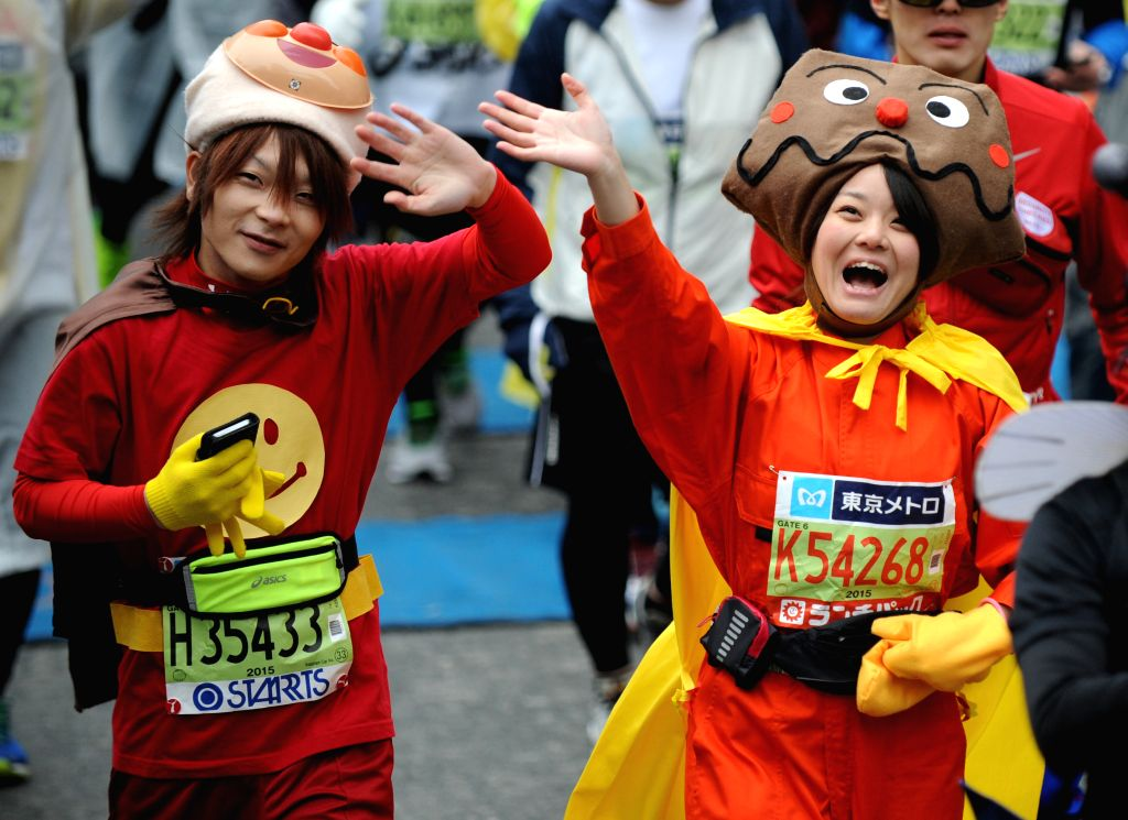 Marathon runners start from the Tokyo metropolitan government building during the Tokyo Marathon 2015 in Tokyo, Japan, Feb. 22, 2015. About 36,000 people participated ...