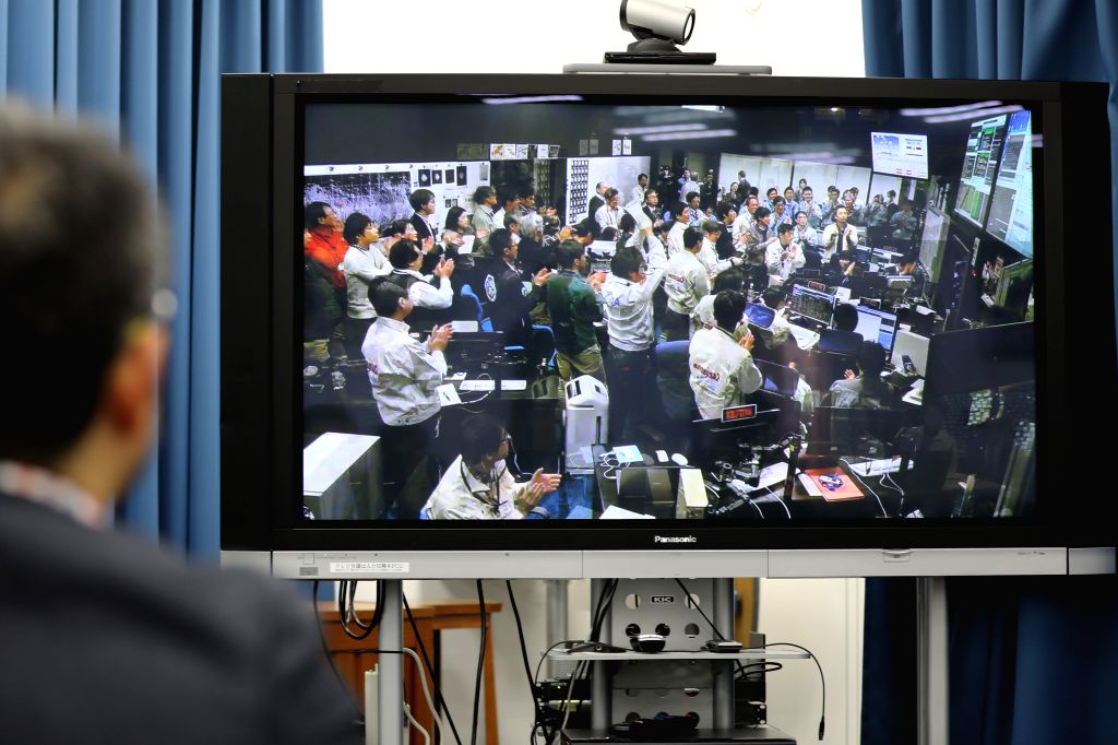TOKYO, Feb. 22, 2019 (Xinhua) -- A man watches live video at the Japan Aerospace Exploration Agency (JAXA) office in Tokyo, Japan, Feb. 22, 2019. The video shows staff members at the control center cheering after data shows that Hayabusa2 has success