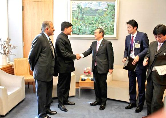 Tokyo (Japan): Union Minister of State (Independent Charge) for Power, Coal and New and Renewable Energy Piyush Goyal meets the Japan Chief Cabinet Secretary Yoshihide Suga, in Tokyo, Japan on Jan ...