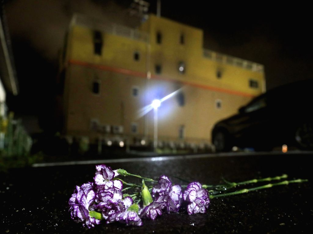 TOKYO, July 18, 2019 - A bunch of flowers is seen as a condolence for victims at the anime studio blaze in Kyoto, Japan, July 18, 2019. The death toll of an anime studio blaze in Kyoto, Japan, on ...