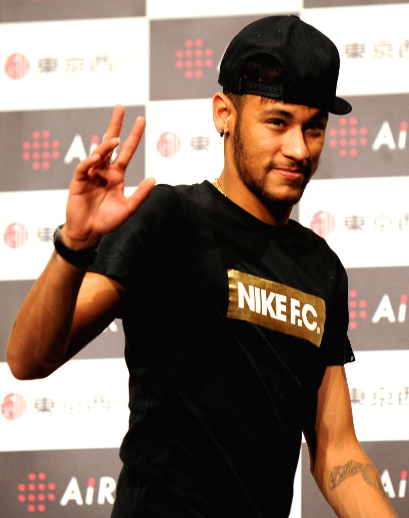 Brazilian soccor player Neymar waves his hand during a promotional event held by his sponsor in Tokyo, Japan, July 31, 2014.  ****Authorized by .