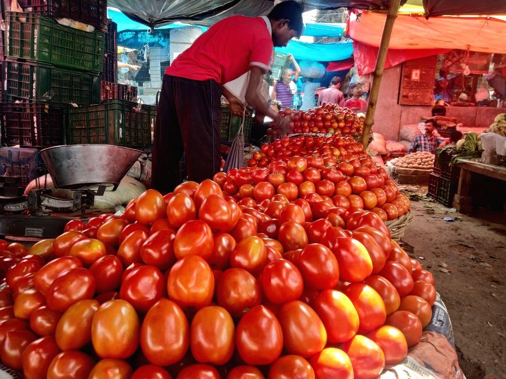 Tomatoes selling below Re 1 per kg in Delhi wholesale markets