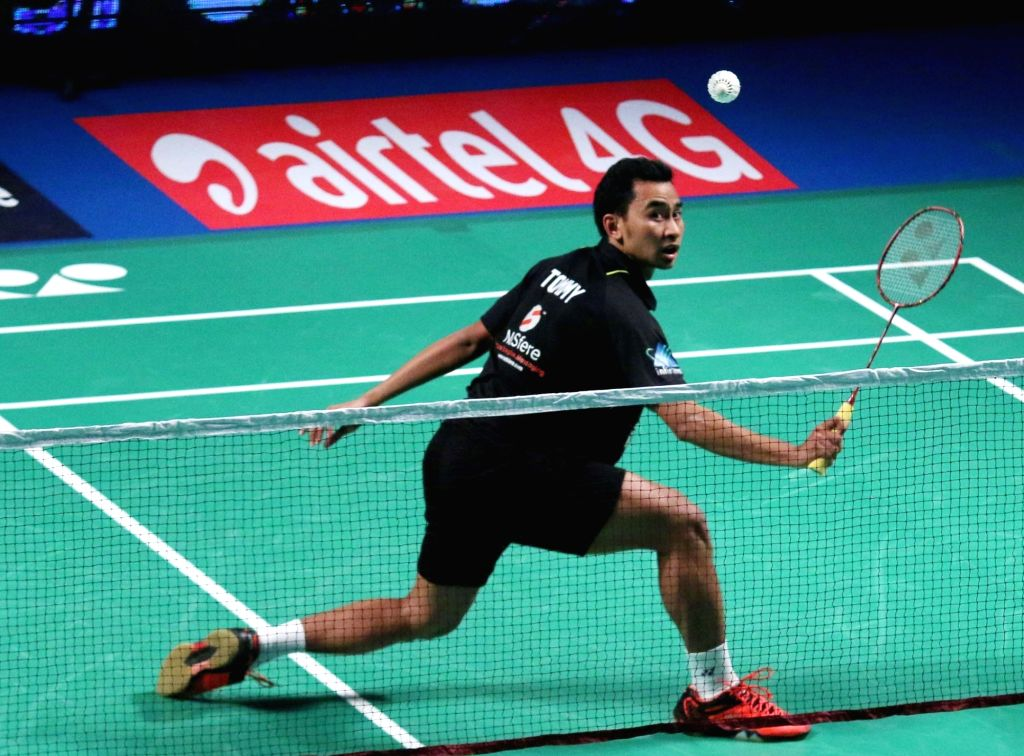 Tommy Sugiarto of Delhi Acers in action against Mumbai Rockets' H S Prannoy during a Premier Badminton League match in New Delhi, on Jan 17, 2016. ​​Tommy Sugiarto​ ​won.