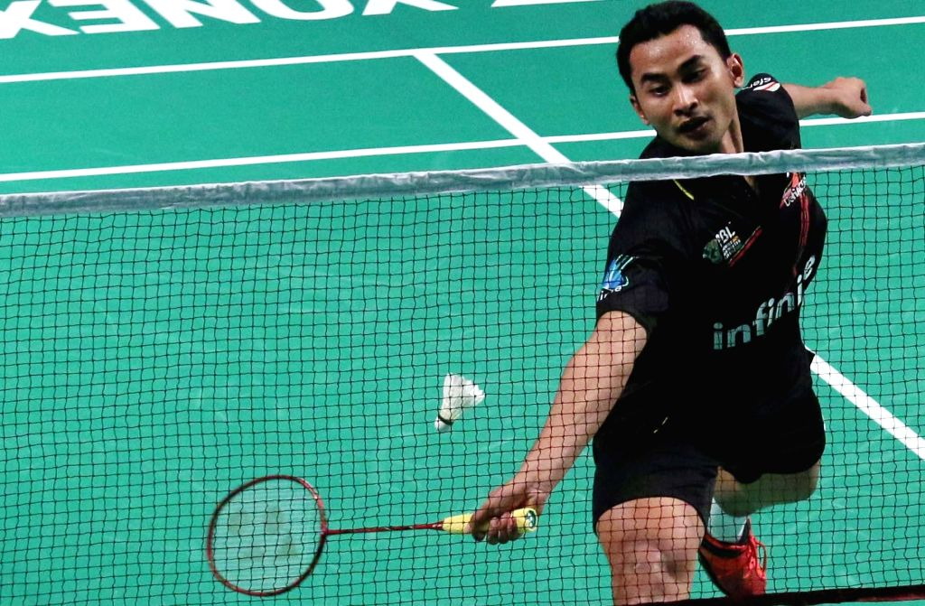 Tommy Sugiarto of Delhi Acers in action against Mumbai Rockets' H S Prannoy during a Premier Badminton League match in New Delhi, on Jan 17, 2016. ​​Tommy Sugiarto​ won​.