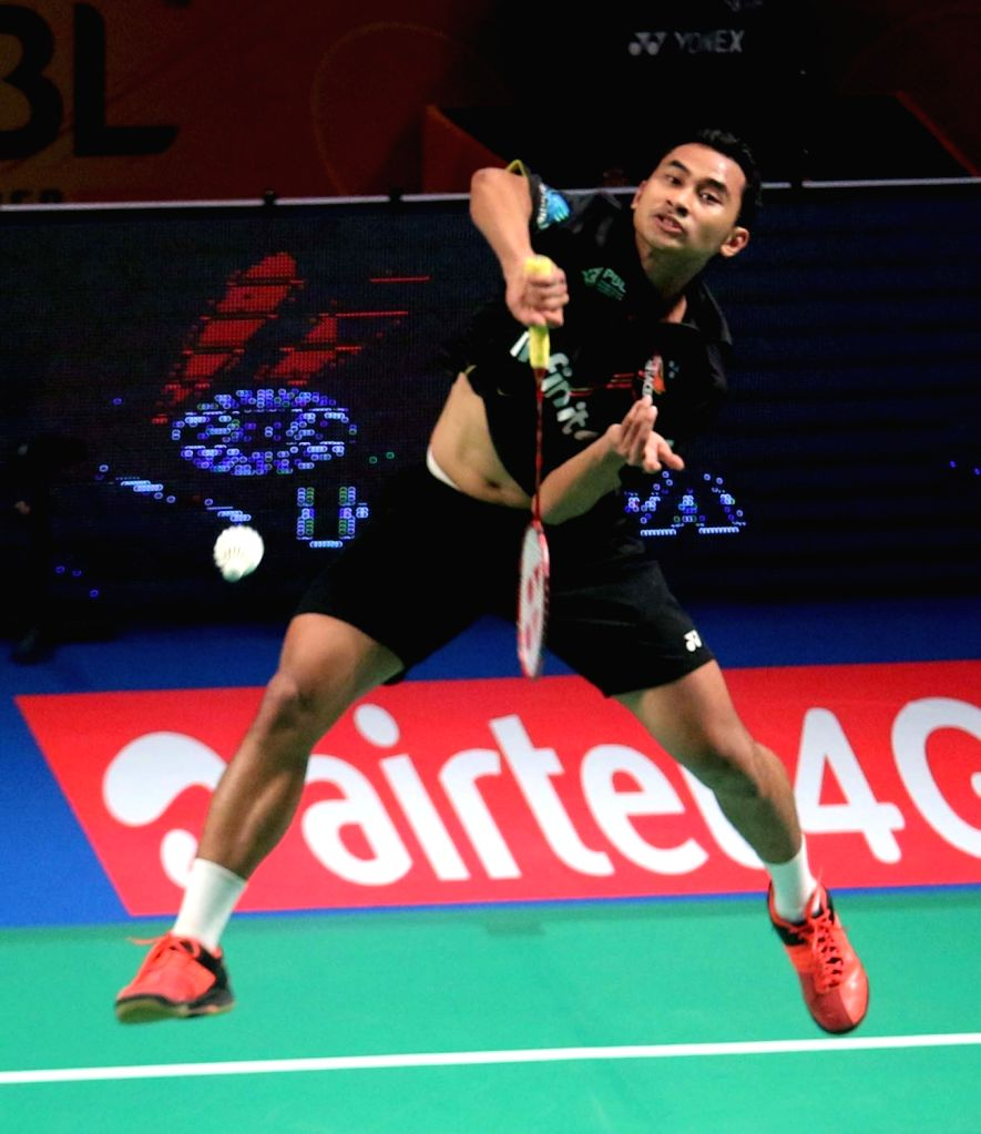 Tommy Sugiarto of Delhi Acers in action against Mumbai Rockets' H S Prannoy during a Premier Badminton League match in New Delhi, on Jan 17, 2016. ​​Tommy Sugiarto won.