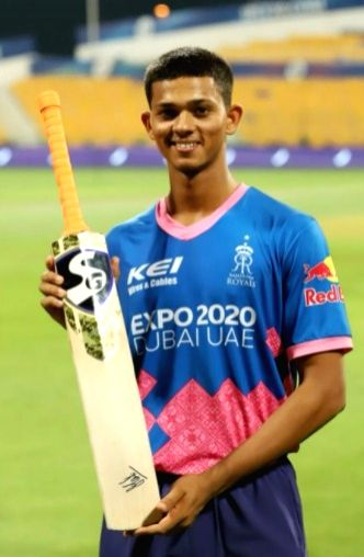 Took signature of Dhoni on my bat after the match, says Yashasvi