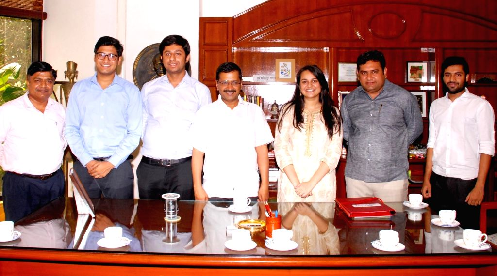 Toppers of UPSC 2016 exams including Tina Dabi (Rank 1), Jasmeet Singh Sandhu (Rank 3) call on Delhi Chief Minister Arvind Kejriwal in New Delhi on May 13, 2016. - Arvind Kejriwal and Jasmeet Singh Sandhu