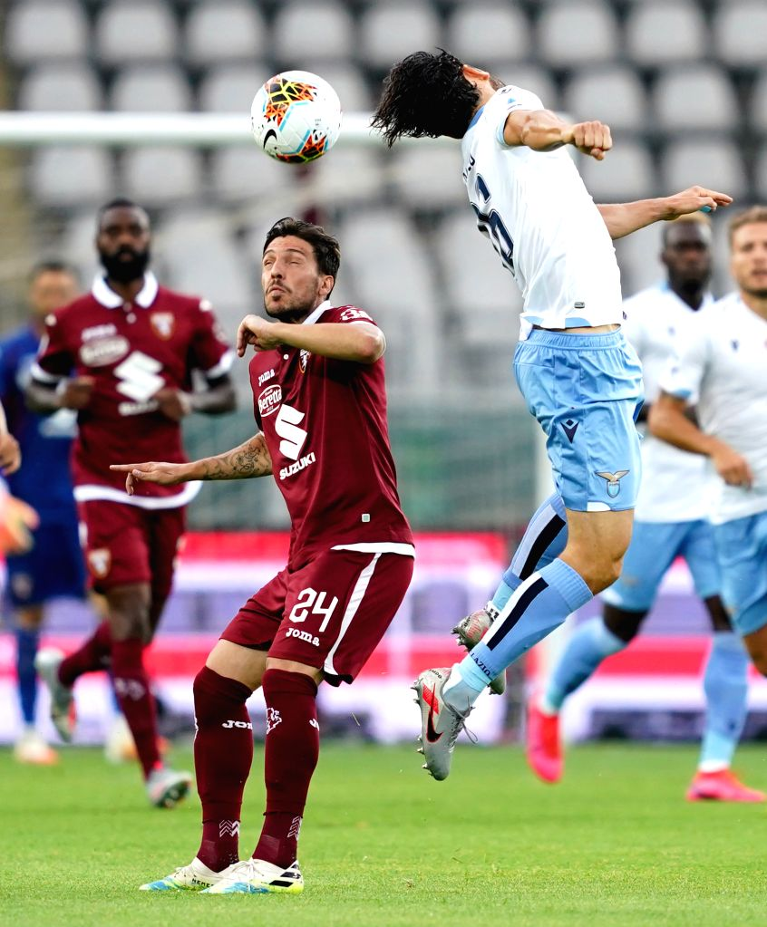 Torino's Simone Verdi (L, front) vies with Lazio's Marco Parolo (R, front) during a Serie A football match between Torino and Lazio in Turin, Italy, June 30, 2020.
