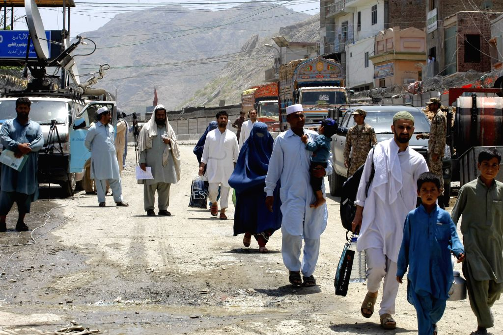 TORKHAM, June 19, 2016 (Xinhua) -- People arrive at the border crossing in northwest Pakistan's Torkham on June 18, 2016. Pakistan on Saturday opened its busiest border crossing with Afghanistan after one week, allowing thousands of people and trucks