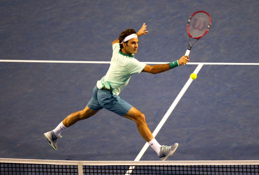 Roger Federer of Switzerland returns the ball during the semifinal of men's singles against Feliciano Lopez of Spain at the 2014 Rogers Cup in Toronto, Canada, Aug.