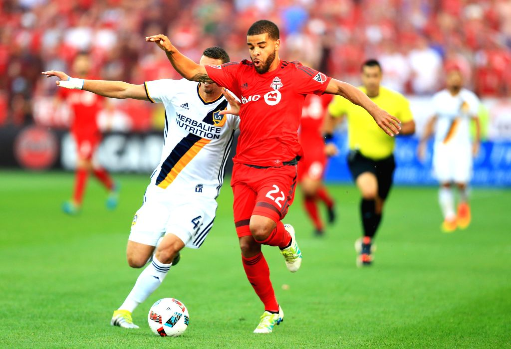 TORONTO, June 19, 2016 - Jordan Hamilton(R) of Toronto FC vies with Daniel Steres of LA Galaxy during their 2016 Major League Soccer (MLS) match in Toronto, Canada, June 18, 2016. Toronto FC won 1-0.