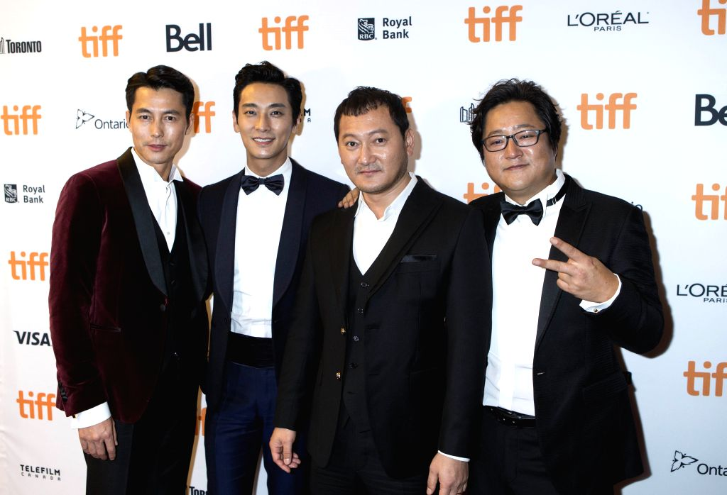"""TORONTO, Sept. 14, 2016 - South Korean actors Jung Woo-Sung, Ju Ji-hoon, Jung Man-sik and Kwak Do-won (L-R) pose for photos before the world premiere of the film """"Asura: The City of ... - Jung Woo-Sung"""