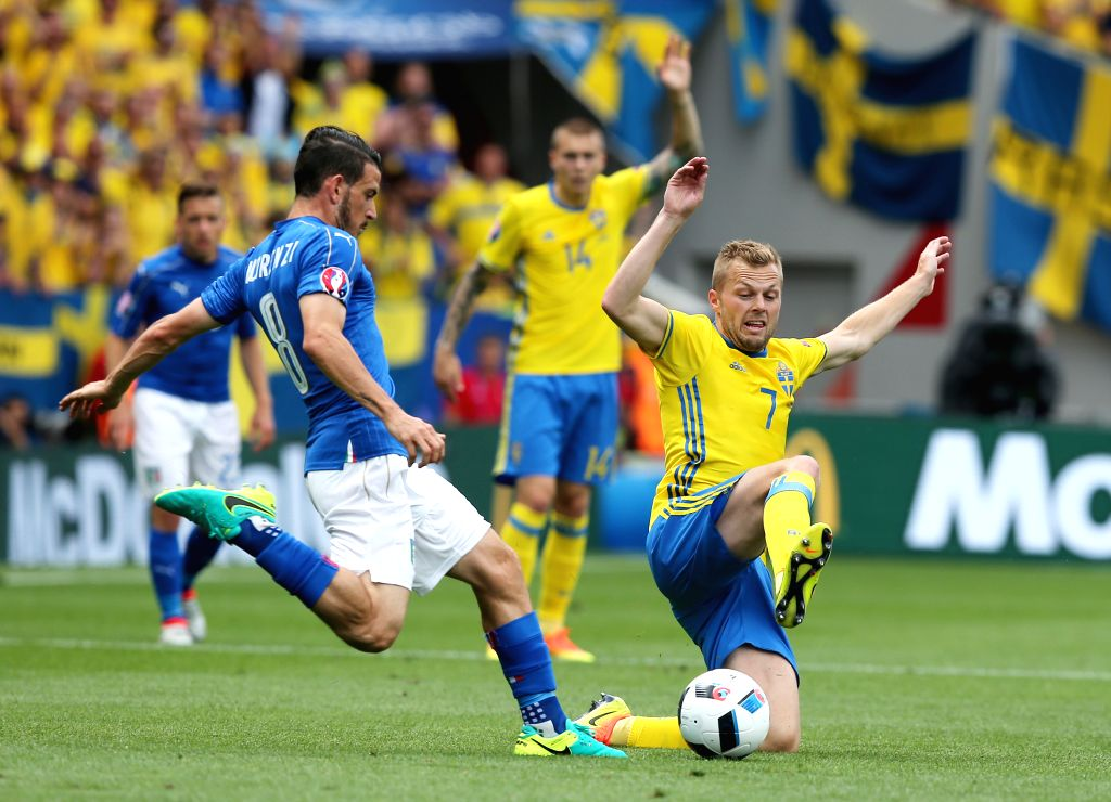 TOULOUSE, June 17, 2016 - Italy's Alessandro Florenzi (L) vies with Sweden's Sebastian Larsson during an Euro 2016 Group E soccer match between Italy and Sweden in Toulouse, France, June 17, 2016.