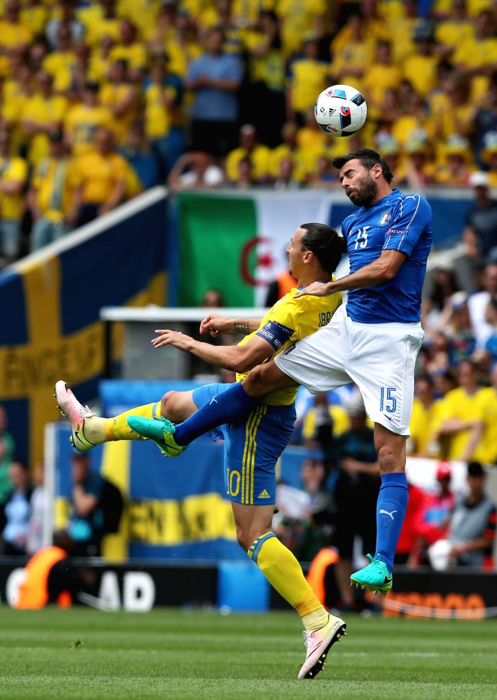 TOULOUSE, June 17, 2016 - Italy's Andrea Barzagli (R) competes for a header with Sweden's Zlatan Ibrahimovic during an Euro 2016 Group E soccer match between Italy and Sweden in Toulouse, France, ...