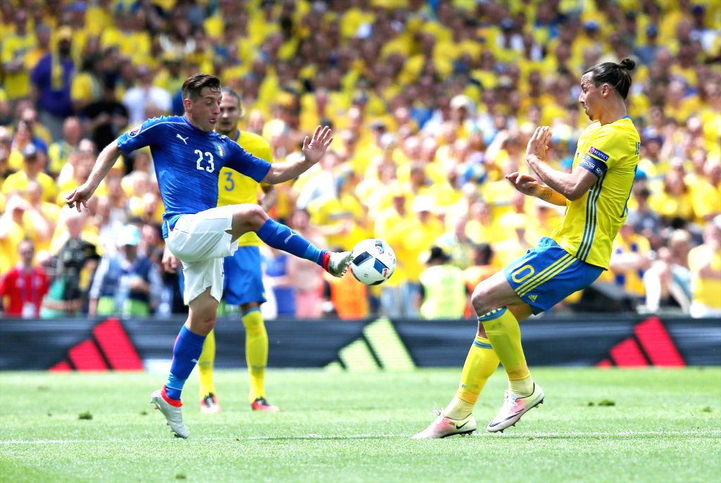 TOULOUSE, June 17, 2016 - Italy's Emanuele Giaccherini (L) vies with Sweden's Zlatan Ibrahimovic during an Euro 2016 Group E soccer match between Italy and Sweden in Toulouse, France, June 17, 2016.