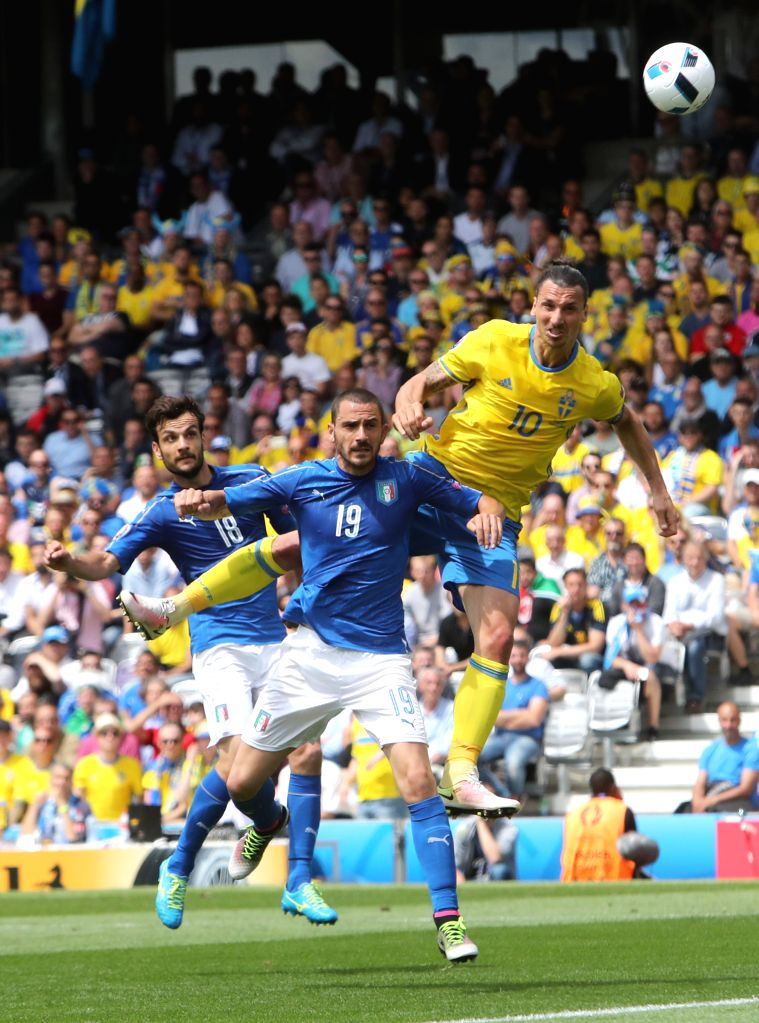 TOULOUSE, June 17, 2016 - Italy's Marco Parolo (L) and Leonardo Bonucci (C) compete for a header with Sweden's Ibrahimovic during an Euro 2016 Group E soccer match between Italy and Sweden in ...