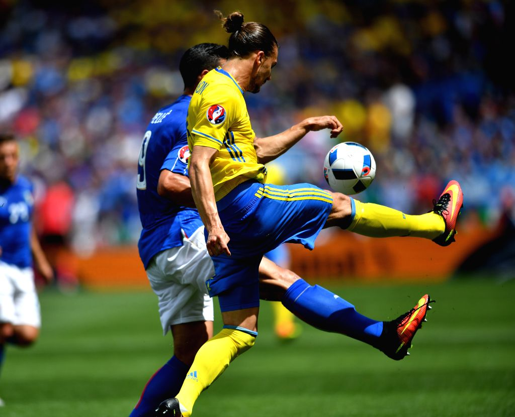 TOULOUSE, June 17, 2016 - Sweden's Erik Johansson (R) vies with Italy's Graziano Pelle during the UEFA Euro 2016 group E match at the Stadium Municipal in Toulouse, France, June 17, 2016.