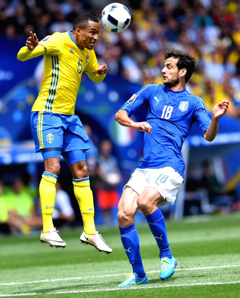 TOULOUSE, June 17, 2016 - Sweden's Martin Olsson (L) heads for the ball past Italy's Marco Parolo during the UEFA Euro 2016 group E match at the Stadium Municipal in Toulouse, France, June 17, 2016.