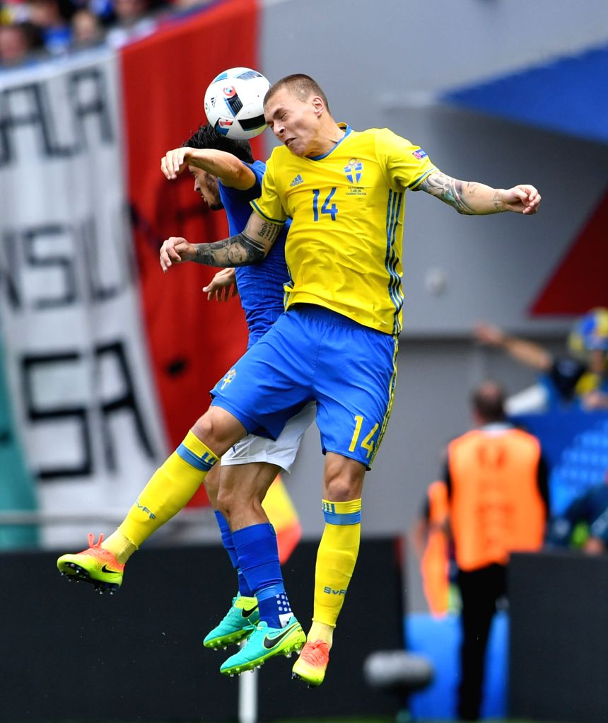 TOULOUSE, June 17, 2016 - Sweden's Victor Lindelof (R) vies for the ball during the UEFA Euro 2016 group E match between Italy and Sweden at the Stadium Municipal in Toulouse, France, June 17, 2016.