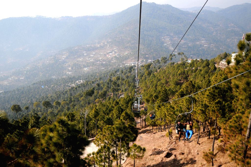 Tourists enjoy riding chairlifts in Murree, some 50 kilometers north of Islamabad, capital of Pakistan, Jan. 18, 2016.