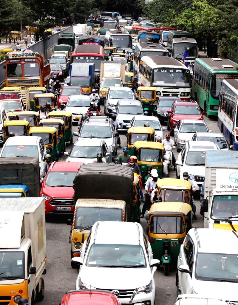 Traffic jam at Corporation Circle during Kisan Bharat Bandh against three central government's agricultural reform laws, in Bengaluru on Monday, September 27, 2021  .(PHOTO:IANS/Dhananjay ... - Dhananjay Yadav