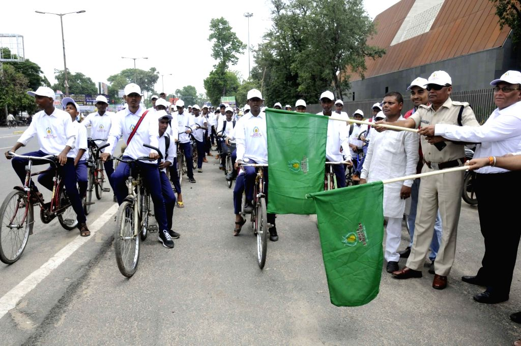 Traffic SP P K Das along with Indian Oil Corporation (IOC) officials flags off a cycle rally ahead of World Bio-Fuel Day in Patna on Aug 9, 2017.