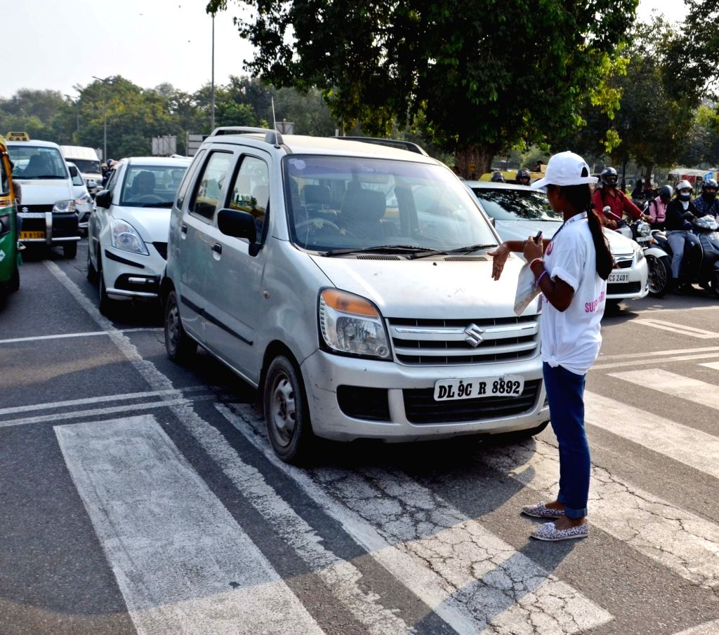 Traffic volunteers manage traffic at India Gate in New Delhi, on Oct 10, 2016.