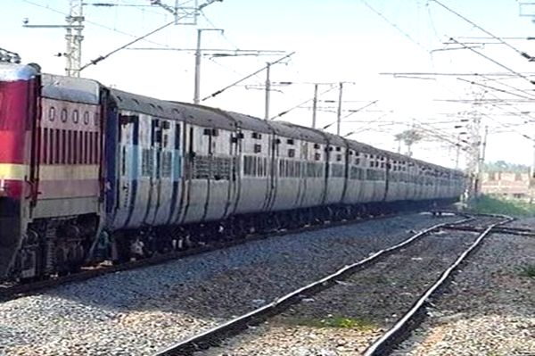 Train crushes 14 migrants in Maharashtra.