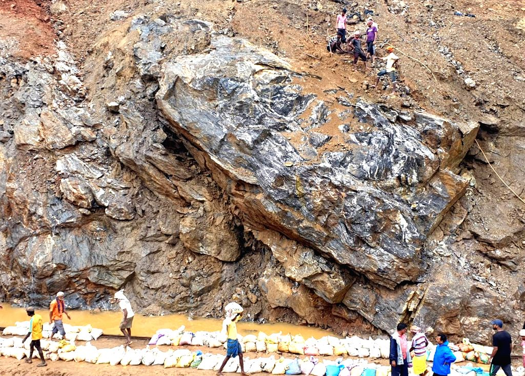 Train service has been suspended in Karnataka's Sakleshpura- Subramanya Ghat section due to incessant rainfall on July 20, 2019. Lose soil along with boulders is coming down in form of ...
