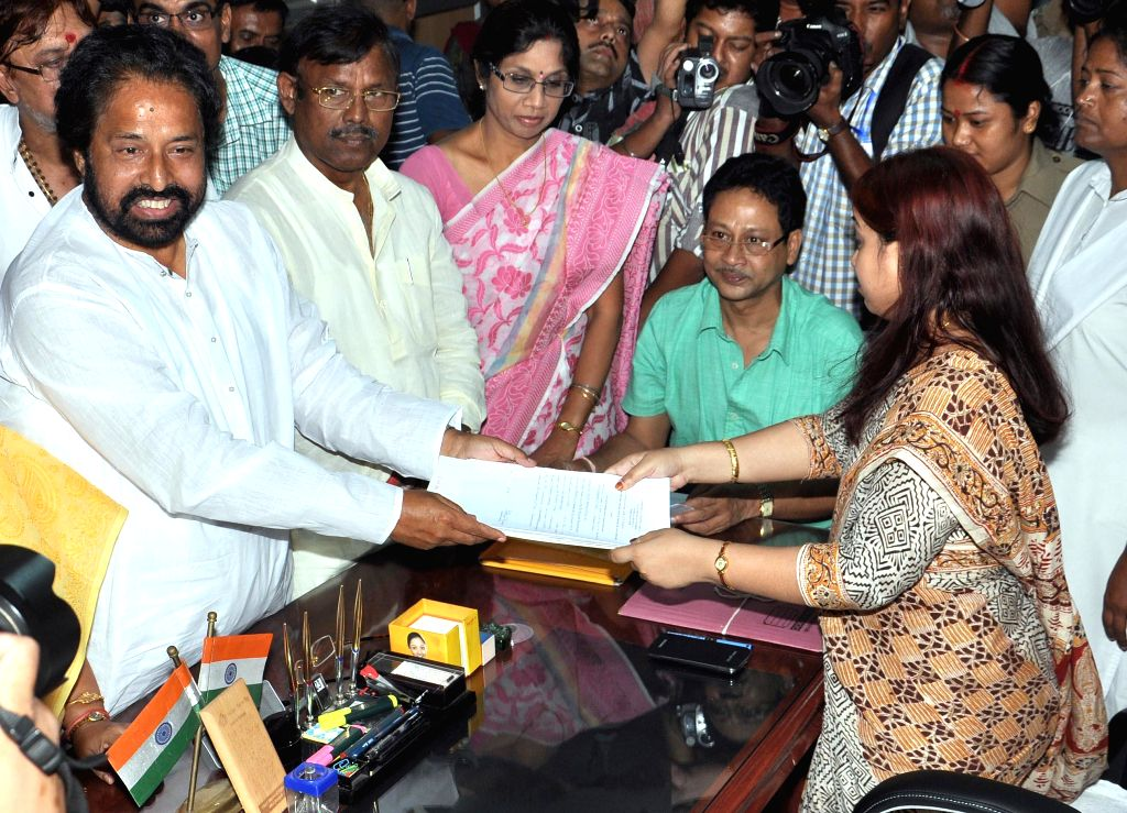 Trinamool Congress candidate for 2014 Lok Sabha Election from North Kolkata parliamentary constituency, Sudip Banerjee files his nomination papers in Kolkata on April 23, 2014.