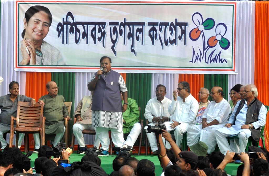 Trinamool Congress leaders Partha Chatterjee, Sovan Chatterjee, Firhad Hakim, Shovan Deb Chatterjee, Arup Biswas and others participate in a protest rally against demonetization in Kolkata ... - Partha Chatterjee, Sovan Chatterjee and Shovan Deb Chatterjee