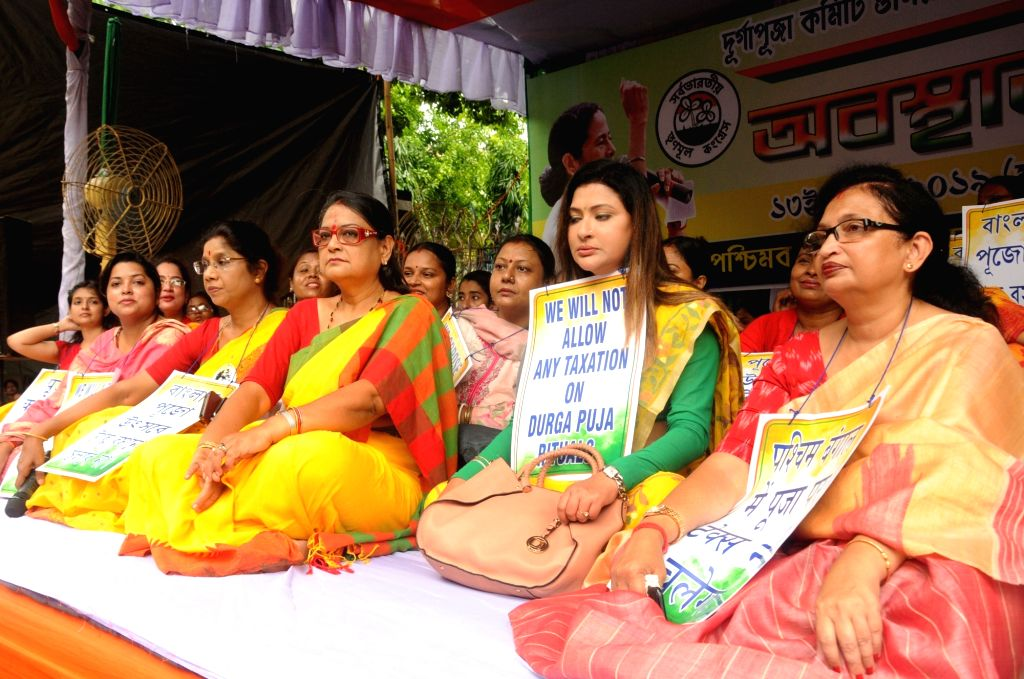 Trinamool Congress leaders stage a demonstration against Income Tax Department's notice issued to Durga Puja committees in Kolkata on Aug 13, 2019.